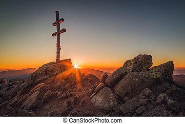 cruz, en, montaña, ojeada en, ocaso