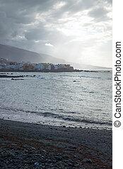 cruz, la, plage, de, canari, coucher soleil, îles, sunrays, tenerife, puerto, pendant, espagne, noir