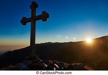 cruz, señal, en, el, pico de la montaña, pase, en, ocaso