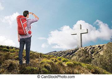 cruz, vista trasera, mirar, hombre asiático, mochila
