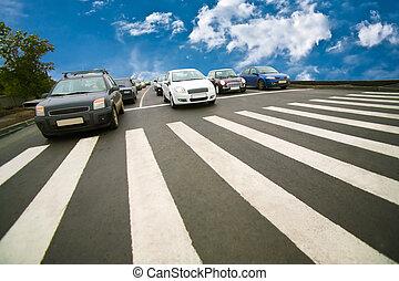 cruzamento, peão, parado, carros