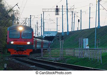 cruzamento, trem, chega, estrada ferro, tarde