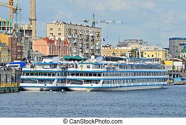 cruzeiro, turista, navio, ligado, a, dnieper, rio, kiev,...