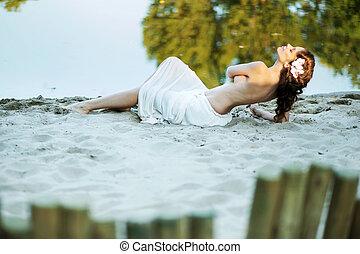 csábító, homok, nő, fehér, fekvő