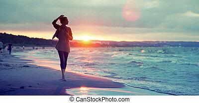 csábító, tengerpart, gyalogló, nő, mentén