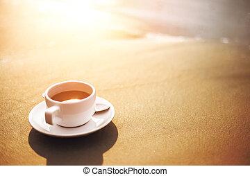 csípős, csésze kávécserje, képben látható, homok, alatt, a, tengerpart.