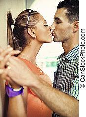 csókolózás, alatt, romantikus, táj