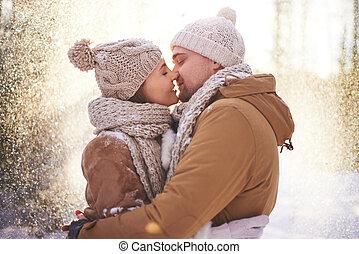 csókol, alatt, hóesés