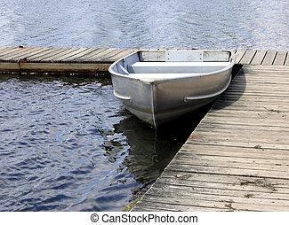 csónakázik, evez