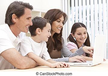 család, ülés, laptop computer, használ, otthon