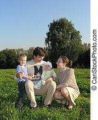család 4, képben látható, fű, nyugat
