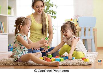család, anyu, és, lányok, játék, noha, tömb, apró, alatt, nappali