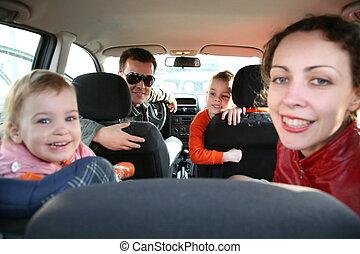 család, autó