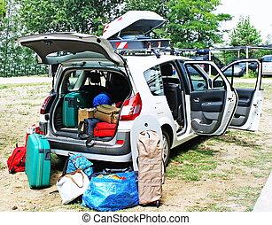 család autó, megrakott, noha, poggyász, folytatódik holiday