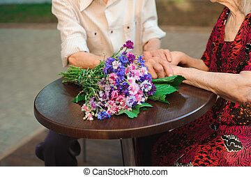 család, beszéd, párosít, öregedő, ih, outdoors., kávéház
