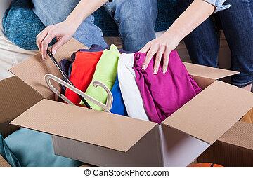 család, csomagolás, öltözék