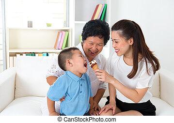 család eszik, ázsiai, cream., jég