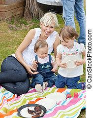 család, having piknikel, együtt