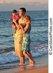 család, képben látható, a, tenger part