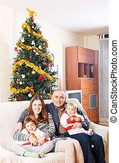 család, képben látható, pamlag, -ban, karácsony