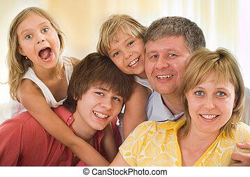 család, közül, öt