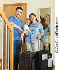 család, közül, három, gyermekek, együtt, noha, poggyász