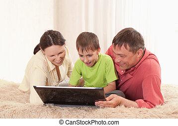 család, közül, három, noha, egy, laptop
