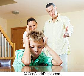 család, közül, három, noha, tizenéves, fiú, birtoklás, konfliktus