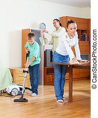 család, közül, három, takarítás, alatt, otthon