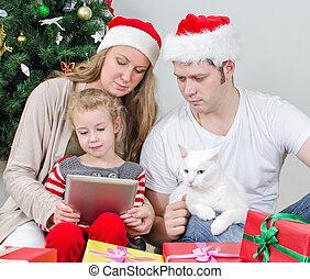 család, noha, tabletta pc, előtt, karácsony, fa.