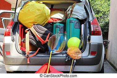 család, poggyász, autó, bőrönd, indulás, ünnepek