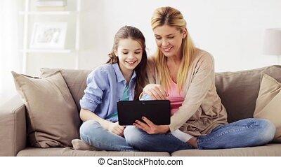 család, tabletta pc, video, csevegés, otthon, birtoklás