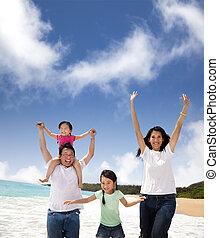 család, tengerpart, boldog