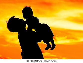 csecsemő, atya, befolyás, szeret, csókol
