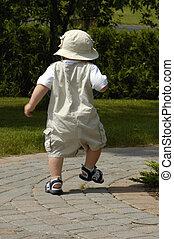 csecsemő fiú, gyalogló