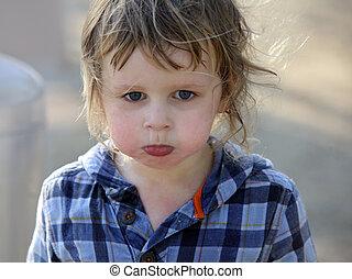 csecsemő fiú, mérges