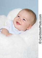csecsemő fiú, mosolygós