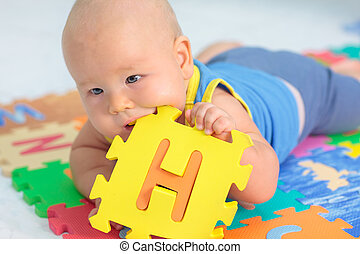 csecsemő, játékszer