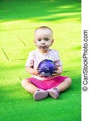 csecsemő lány, noha, labda