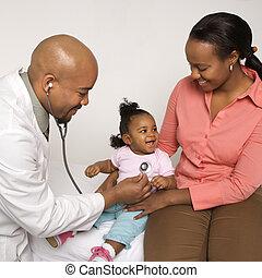 csecsemő, orvos.