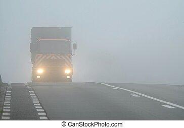 csereüzlet, köd, feltűnik, át, fényszórók