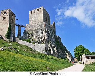 Csesznek castle