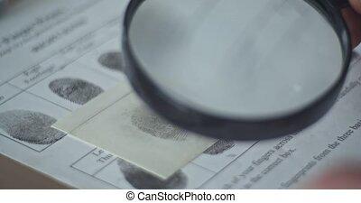 CSI expert compares fingerprints CSI
