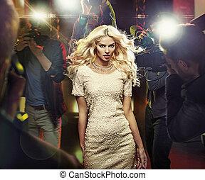 csillag, fiatal, szőke, paparazzi