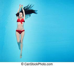 csinos, barna nő, pocsolya, bágyasztó, úszás