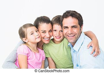 csinos, család, mosolygós, fényképezőgép, együtt