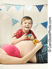 csinos, kicsi, fiú, játék, képben látható, a, anya, has