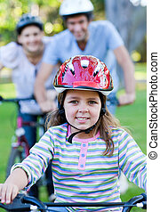 csinos, kicsi lány, elnyomott bicikli