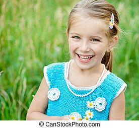 csinos, kicsi lány, képben látható, a, kaszáló
