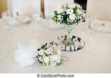 csokor, agancsrózsák, letesz asztal, esküvő